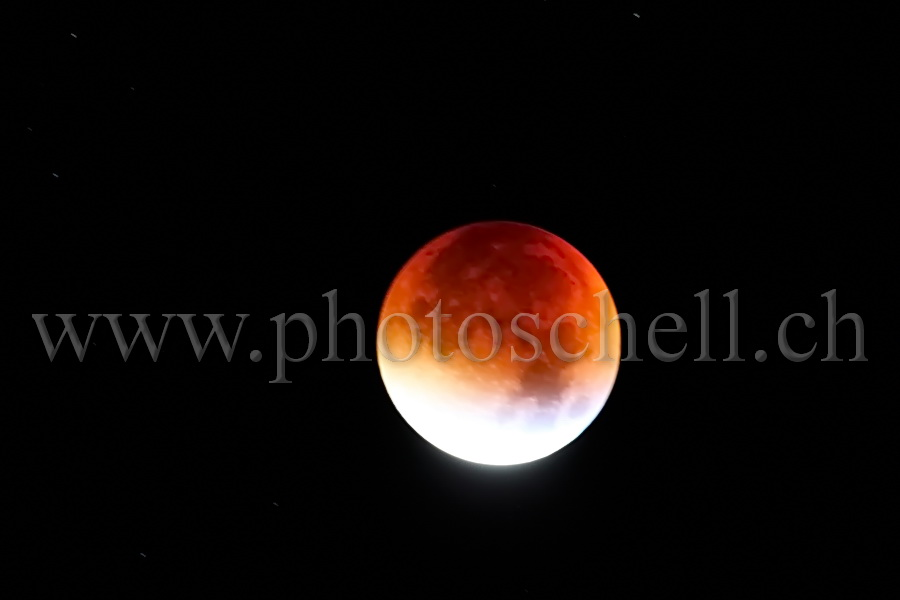 Eclipse totale de lune (lune rousse/rouge)